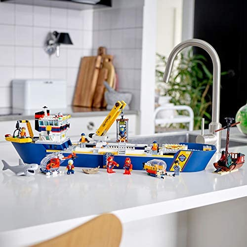 51lydJdeBgL. AC  - LEGO City Ocean Exploration Ship 60266, Toy Exploration Vessel, Mini Helicopter, Submarine, Shipwreck with Treasure, Lifeboat, Stingray, Shark, Plus 8 Minifigures, New 2020 (745 Pieces)